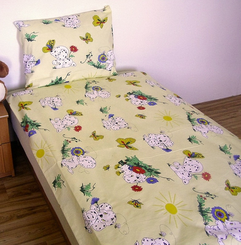Brotex Písek Povlečení dětské bavlna velká postel Dalmatin žlutý 140x200 cm, zipový uzávěr