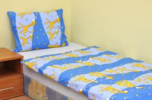 Brotex Písek Povlečení dětské krep velká postel Žirafa modrá 140x200 cm, nitěný knoflík